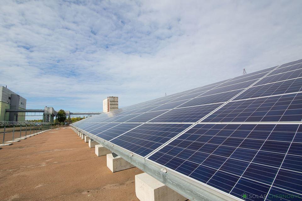 Сьогодні «зелені» тарифи на енергію із сонця в Україні є найвищими в світі / фото Facebook/Solar Chernobyl
