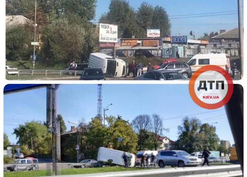 На Окружній у Києві перекинувся мікроавтобус / фото dtp.kiev.ua