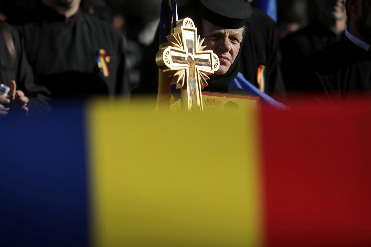 ВРумынии начался референдум: быть либо  небыть однополым бракам