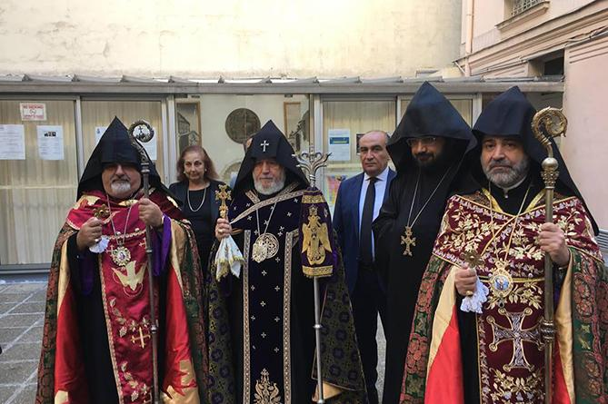 Католикос Всех Армян отслужил панихиду по Шарлю Азнавуру / newsarmenia.am