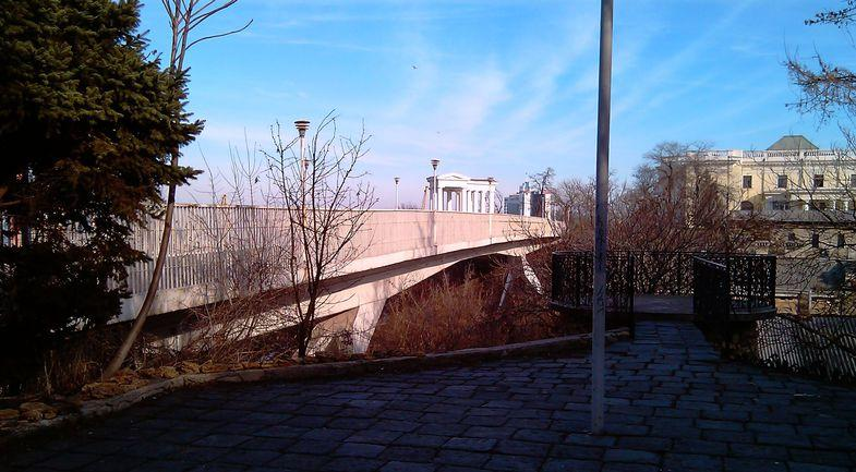 В Одесі чоловік кинувся з Тещиного моста / odessaguide.net