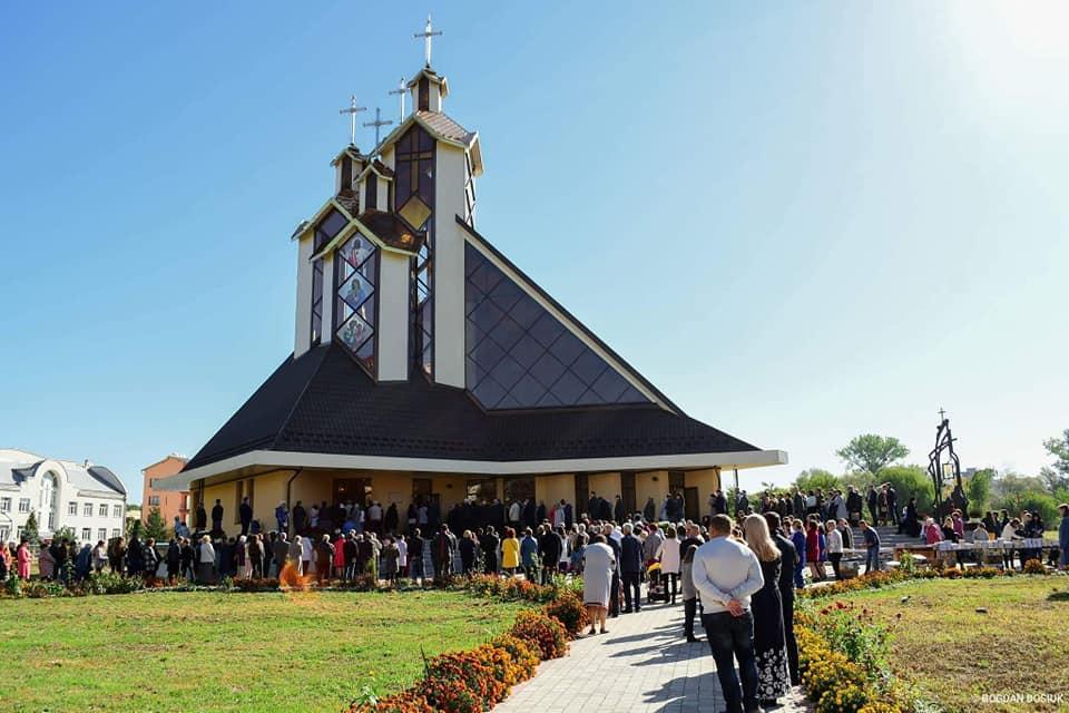 У Франківську відкрили новий храм УГКЦ заввишки 33 метри / .facebook.com / Руслан Марцінків