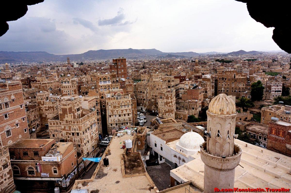 В Йемене снял тарелку со стены начальника полиции района/ фото Facebook Константина Симоненко