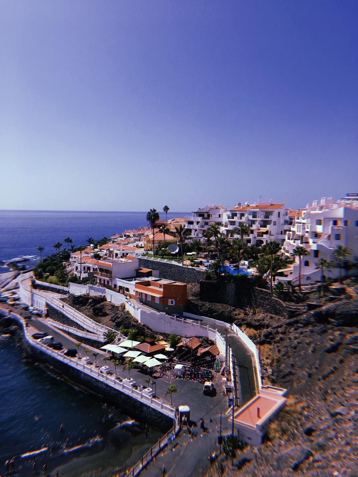 Классическая средиземноморская архитектура преобладает на курортном острове / Фото Вероника Кордон