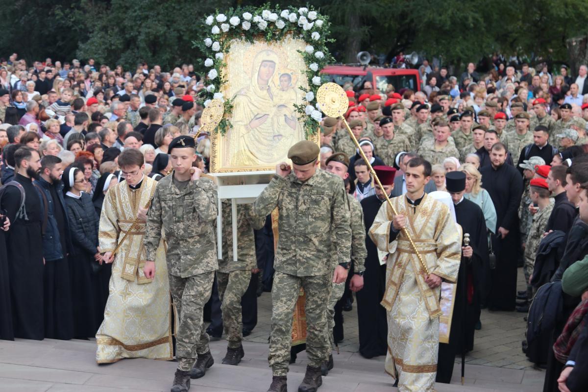Участие в шествии приняли многочисленное духовенство, монашество и верующие / facebook.com / Львовская Архиепархия УГКЦ