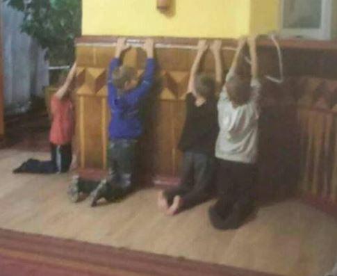Детей заставляли становиться на колени / фото facebook.com/up.z.prav.dytyny