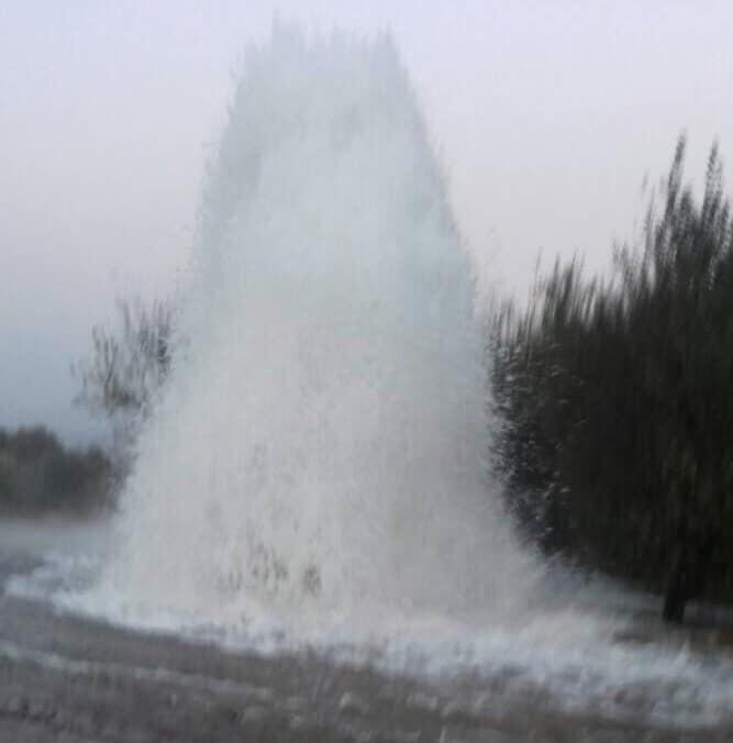 З-під землі бив фонтан заввишки у десять метрів / фото facebook.com/beshley.cv