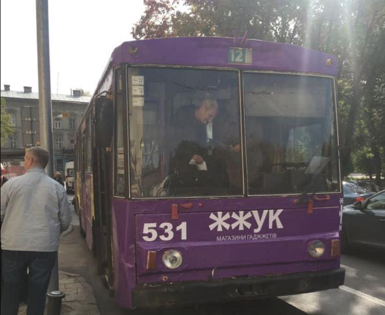 У Львові візок з дитиною застряг у дверях тролейбуса / Facebook - Святослав Товстига