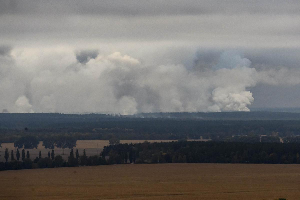 Пожар на складах боеприпасов в Ичне / REUTERS