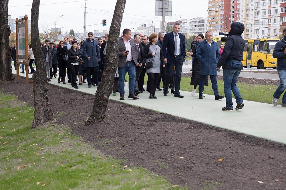 На месте бывшего болота Кличко открыл новый современный парк на Троещине / kiev.klichko.org