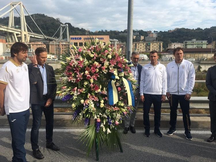 Делегація збірної України поклала квіти на місці трагедії в Генуї / ФФУ