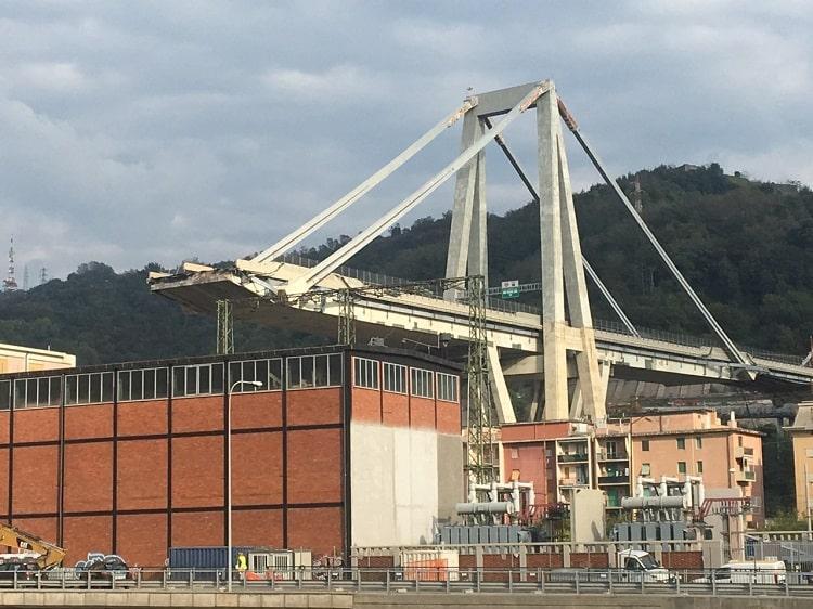 14 августа в результате обрушения моста Моранди в Генуе погибли 43 человека / ФФУ