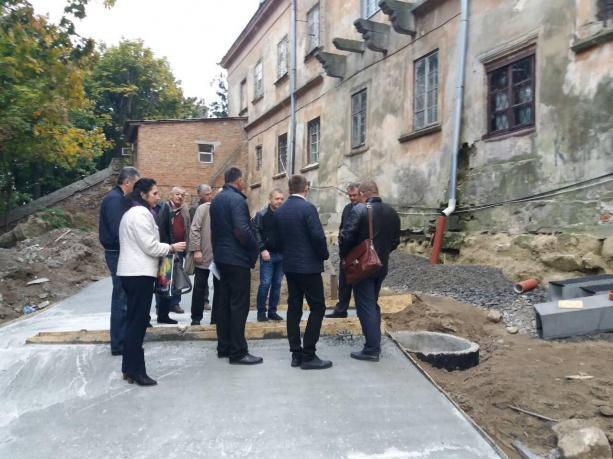 Олег Синютка проінспектував хід реконструкції Собору святого Юра / galinfo.com.ua