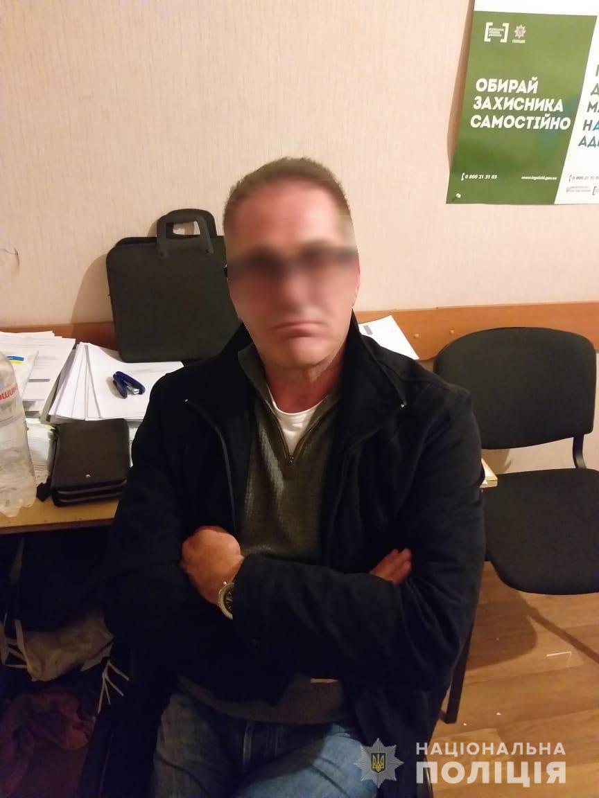 Поліцейські затримали засудженого за шахрайство громадянина Великої Британії / фото npu.gov.ua