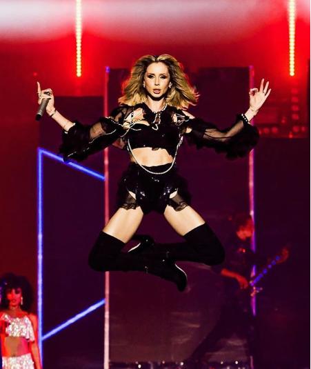 Фанати порівняли стан співачки на фото з позою Бафомета / Instagram Світлана Лобода