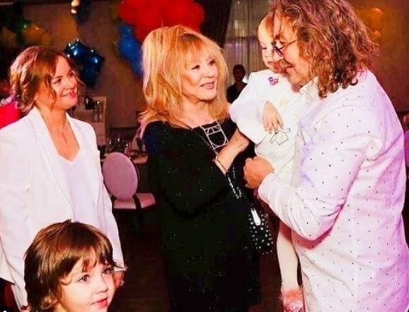 Фани Пугачовоюстривоженіновинами про її розлучення з Галкіним / фото з фан-сторінки у Пугачової Instagram.com