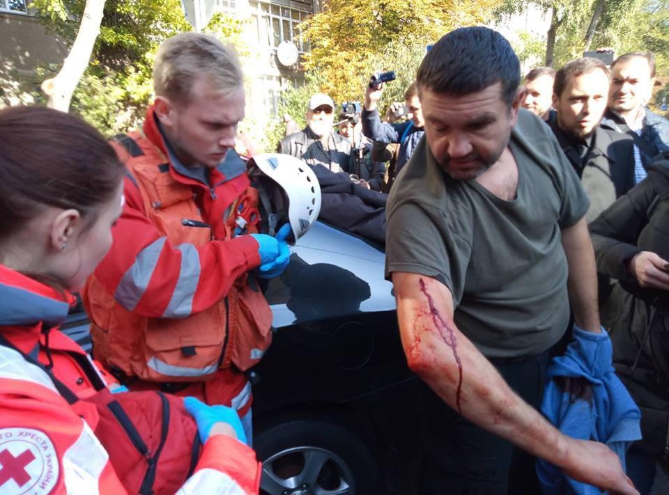 Активіст представився Борисом Олійником і заявив, що рану йому завдав один з правоохоронцівфото УНІАН
