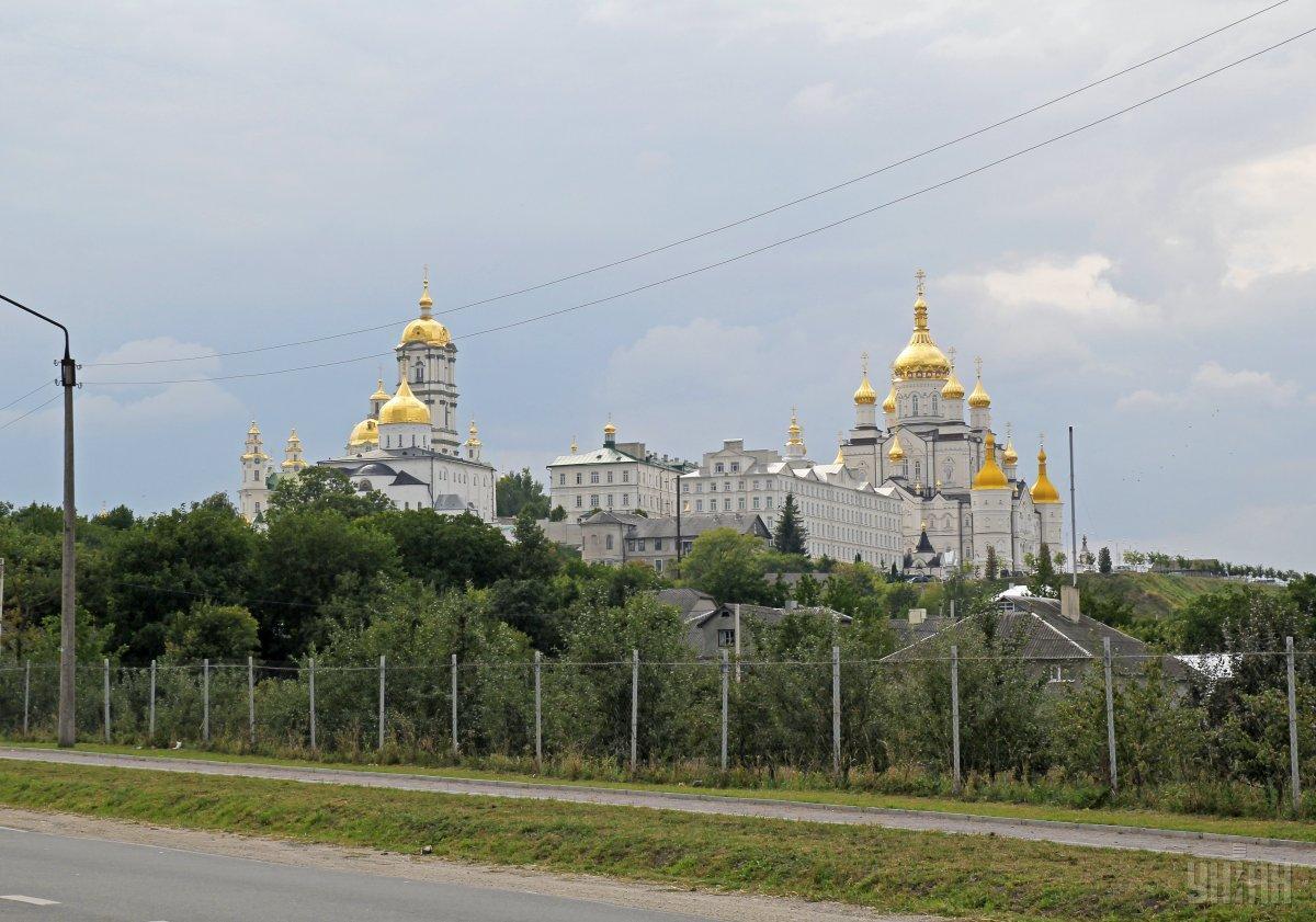 Накануне в Почаевской лавре побывало немало людей / фото УНИАН