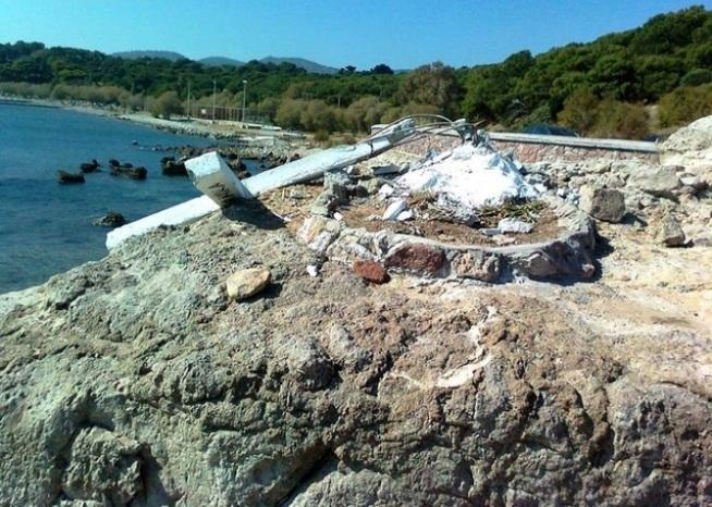 В Греции снесли крест / newsbomb.gr