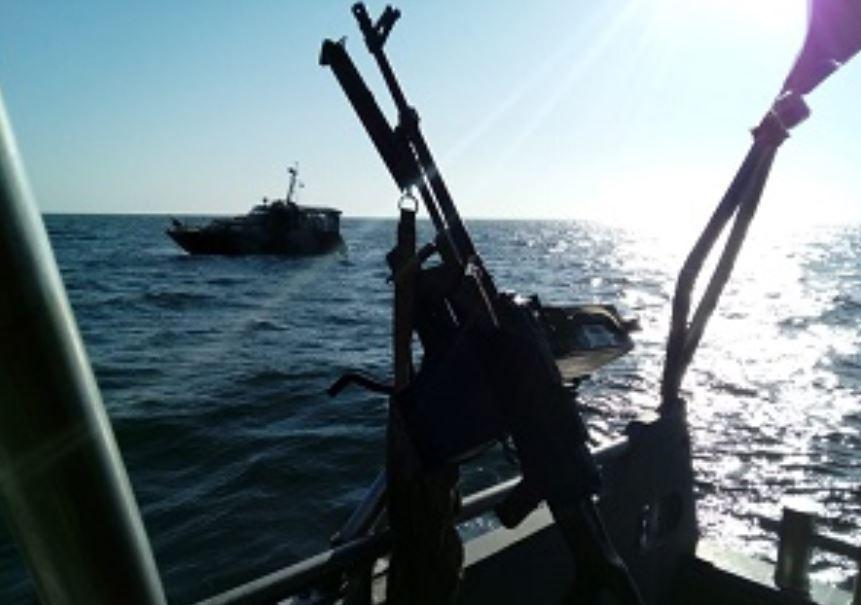 ФСБ РФ незаконно задерживает украинских рыбаков в Азовском море /dpsu.gov.ua