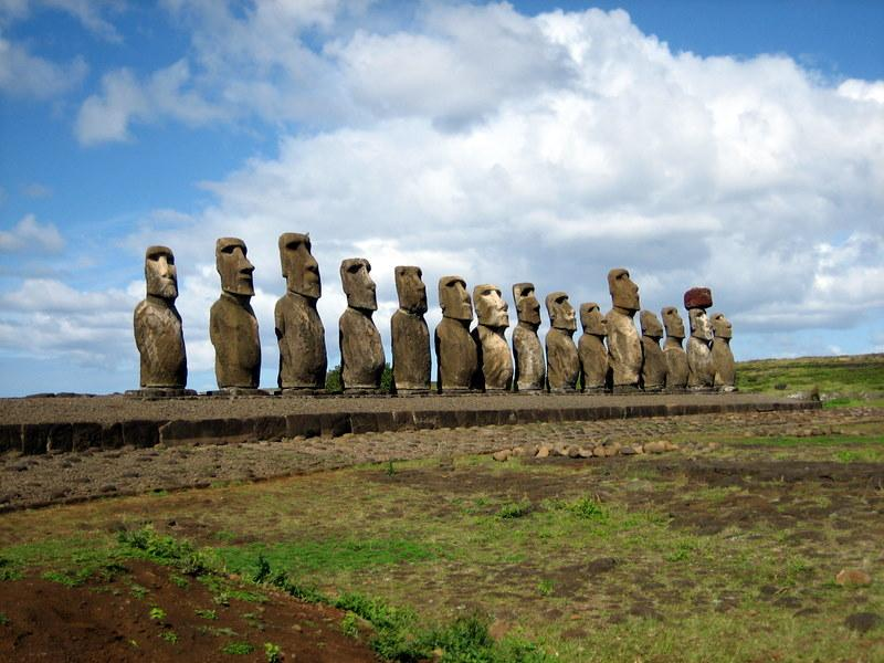 Велетенські статуї на острові Пасхи могли вказувати на джерело питної води / wikipedia.org