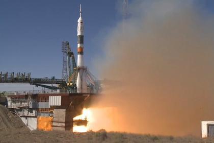 Спасатели следят за спуском капсулы с космонавтом / Фото: @roscosmos