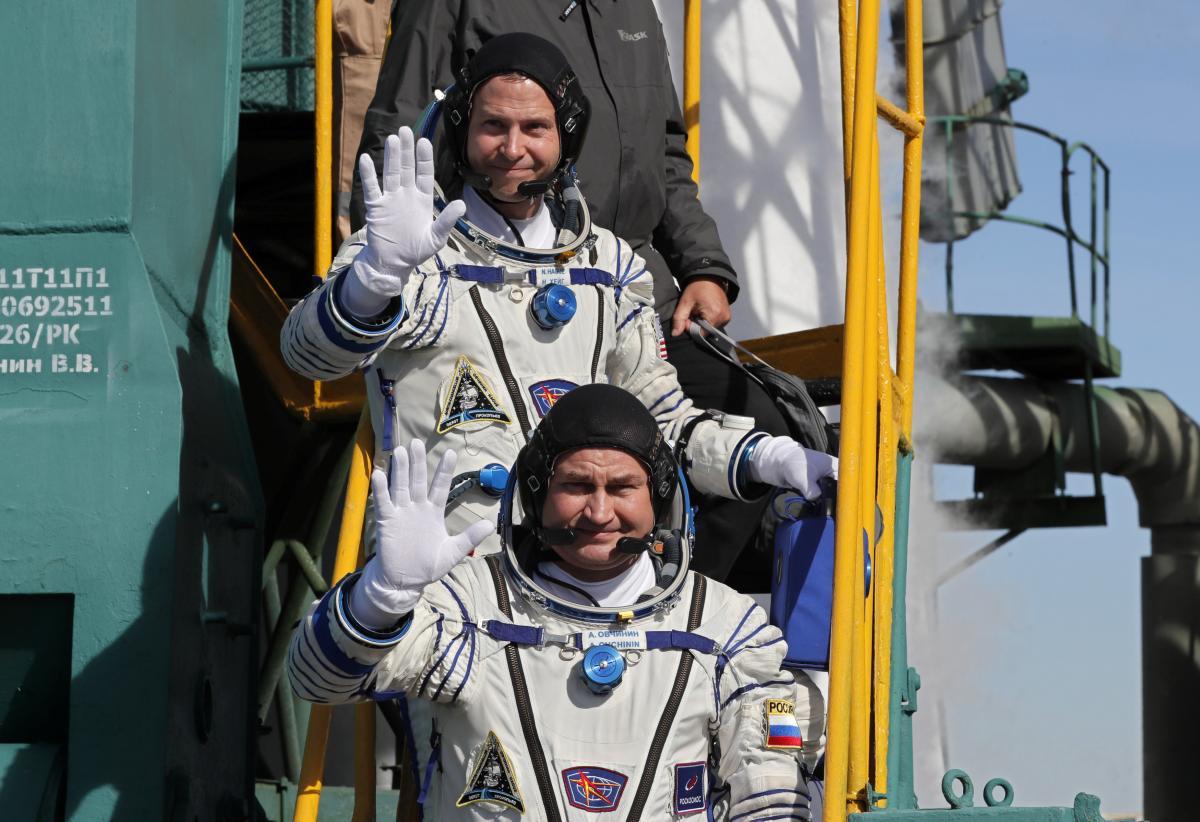 """Космонавти ракети """"Союз"""" Нік Хейг і Олексій Овчінін / REUTERS"""
