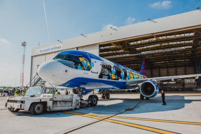 Самолет со смурфиками уже готов отправиться в Киев / Фото avianews.com/Brussels Airlines