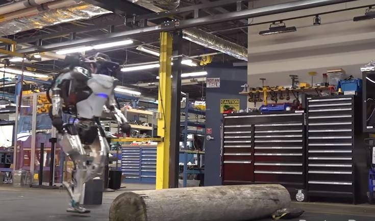 Человекоподобный робот Boston Dynamics продемонстрировал  настоящий паркур