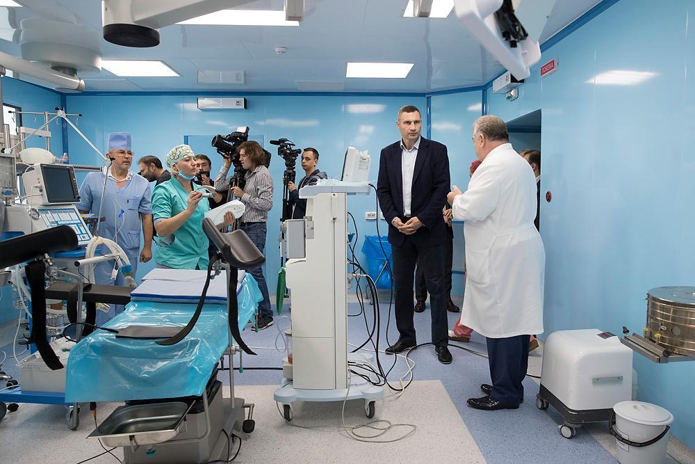 Кличко проверил, как идут ремонтные работы в операционном отделении / kiev.klichko.org