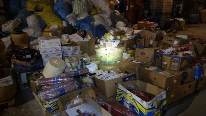 """В Москве нашли 5,5 тонн """"санкционных"""" сыров и колбас / фото rsn-msk.ru"""