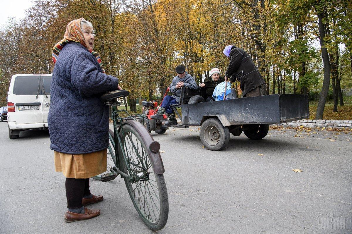 Рятувальники не рекомендують повертатися додому жителям населених пунктів біля Ічні / фото УНІАН