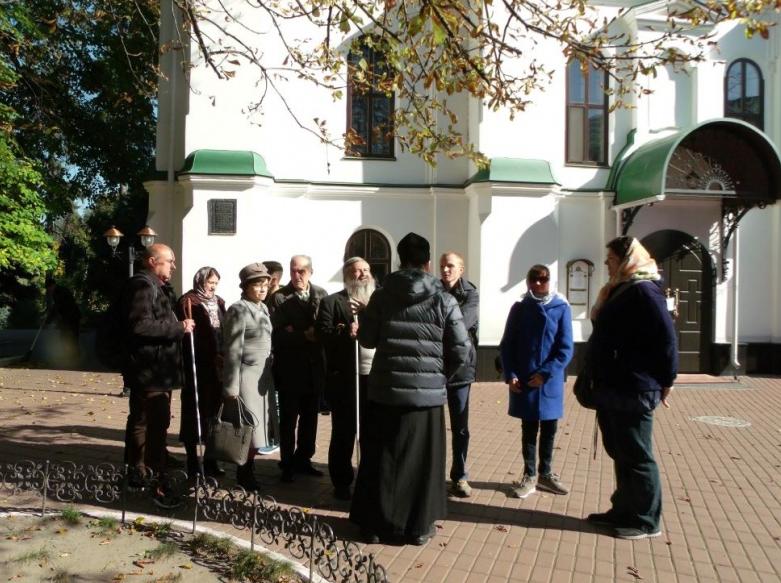 Для незрячих Киевщины организовали паломничество в Китаевскую пустынь / sobor.in.ua
