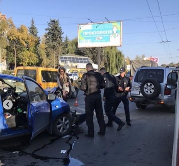 """Внаслідок ДТП постраждали тільки автомобілі / фото """"Молодий буковинець"""""""
