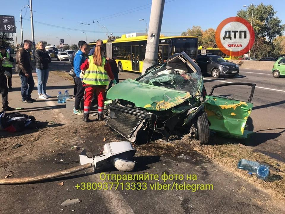 У результаті зіткнення автомобілів загинули дві людини / фото facebook.com/dtp.kiev.ua