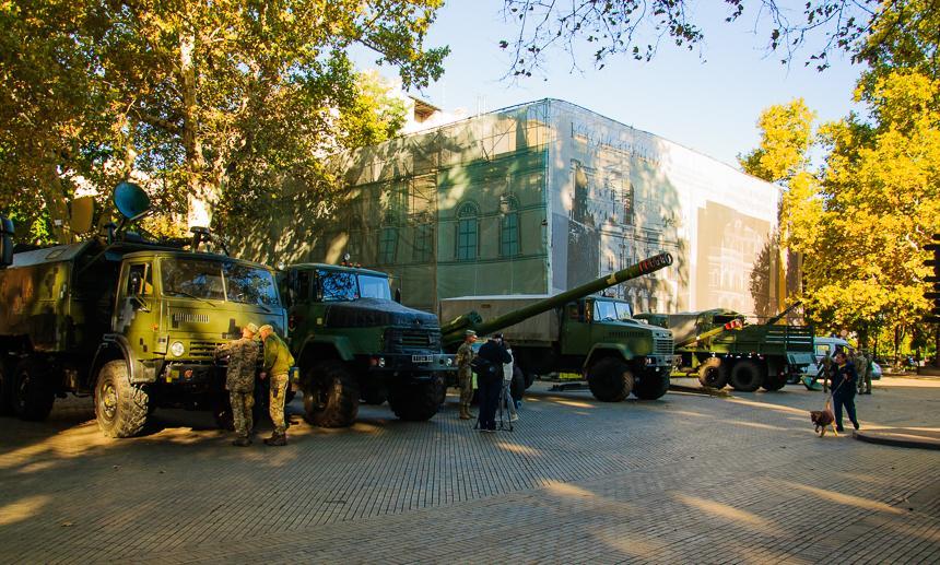 Серед них автомобілі рятувальних служб, Бтри, гармати і багато інші \ uc.od.ua