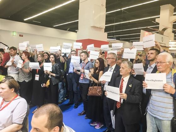 Также к акции присоединились украинские издатели \ Фото: Читомо
