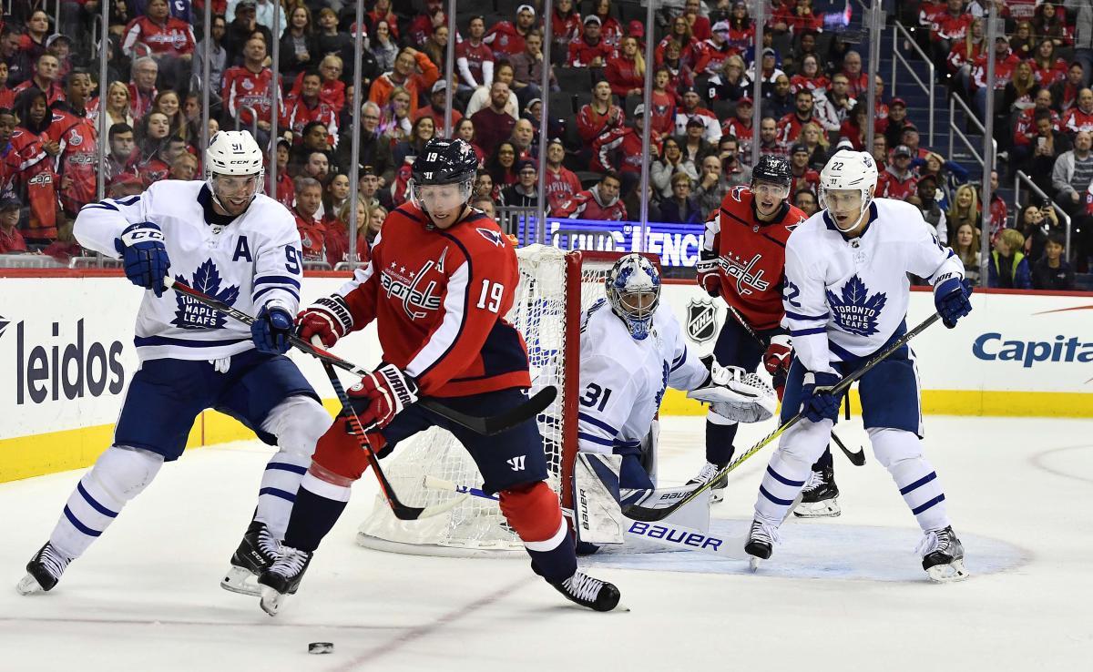 Торонто переиграл Вашингтон в центральном матче дня НХЛ / Reuters
