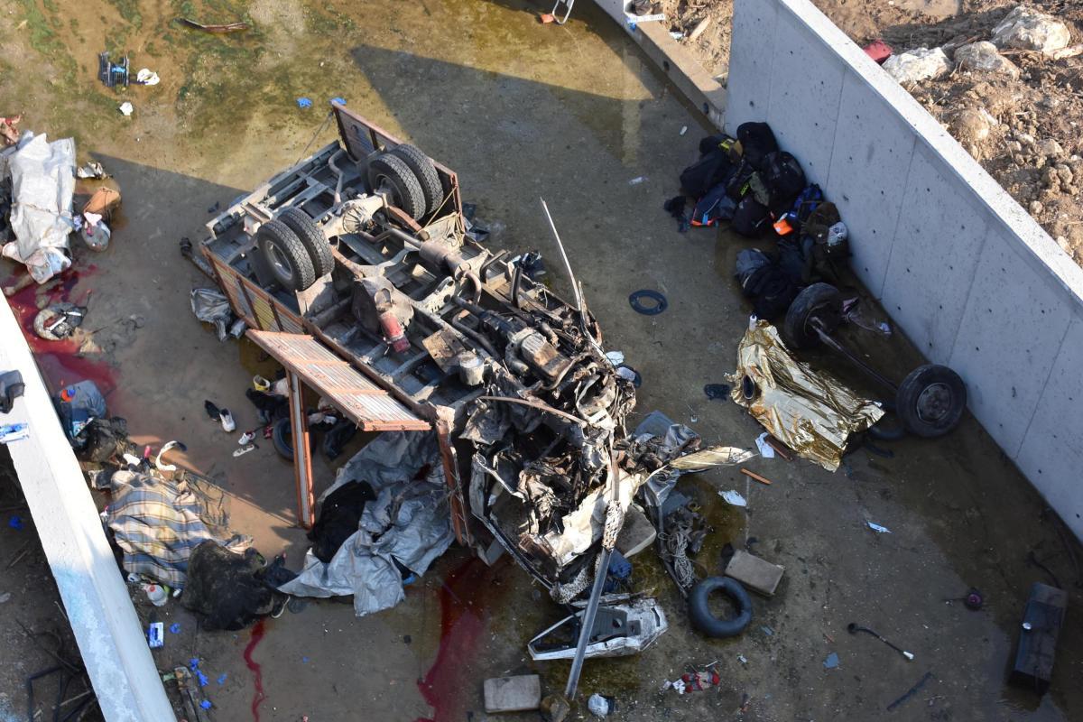 Из-за аварии с грузовиком погибли 22 мигранты / REUTERS
