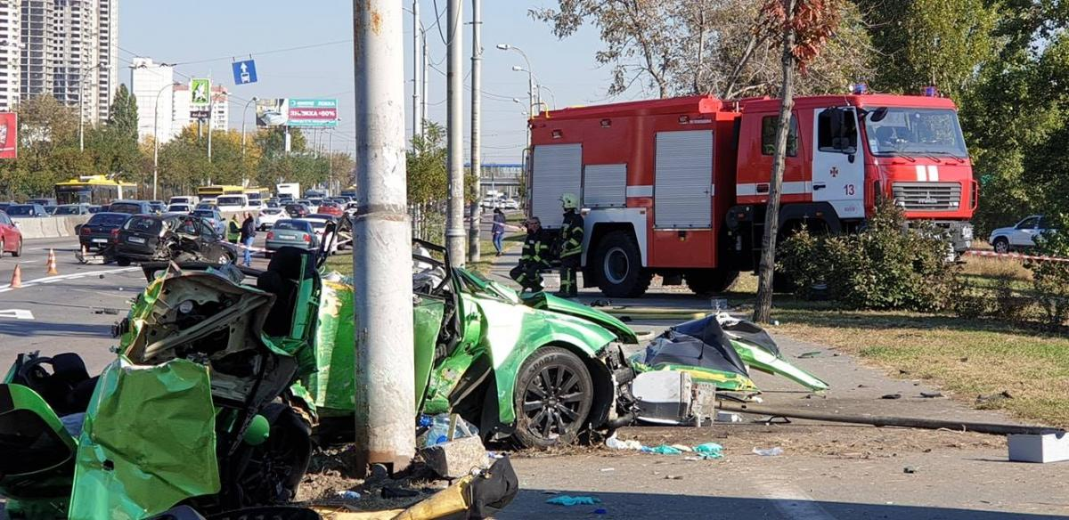 13 октября в результате ДТП на проспекте Шухевича в Киеве погибли двое человек / фото facebook.com/dtp.kiev.ua