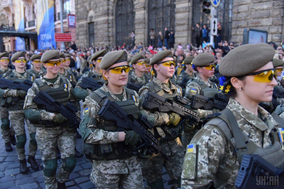 По улицам города прошел Марш защитников Украины / фото УНИАН