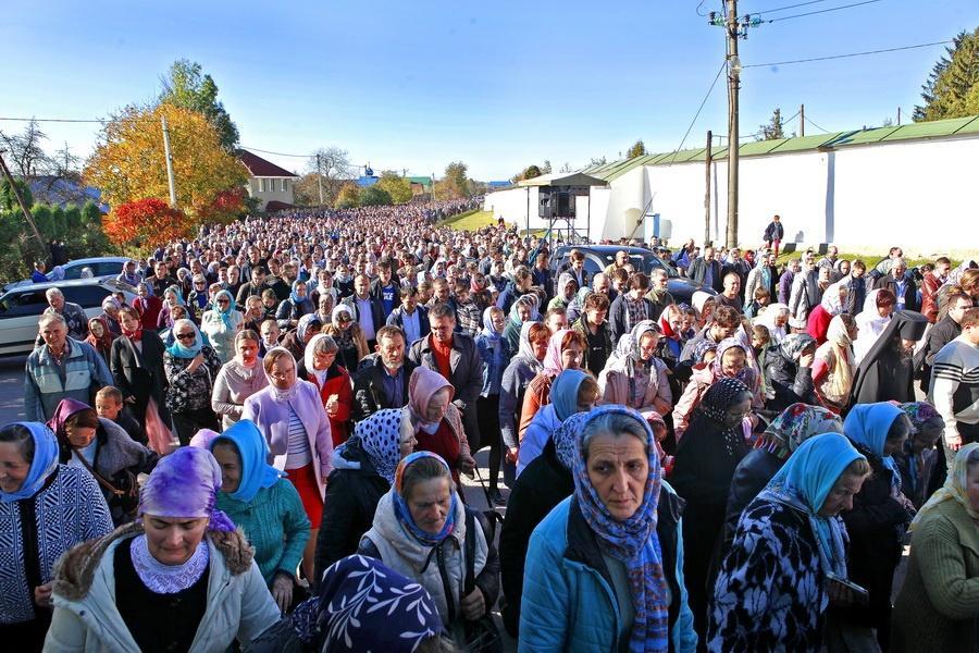 Тысячи верующих приняли участие в богослужениях в Почаевской Лавре / news.church.ua