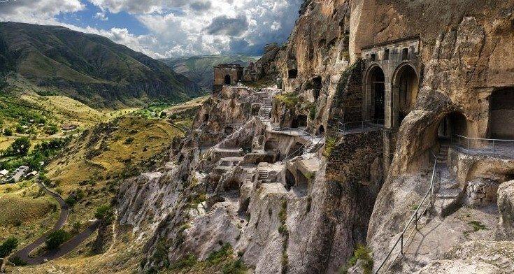 Ванский монастырский пещерный комплекс / kavkazplus.com