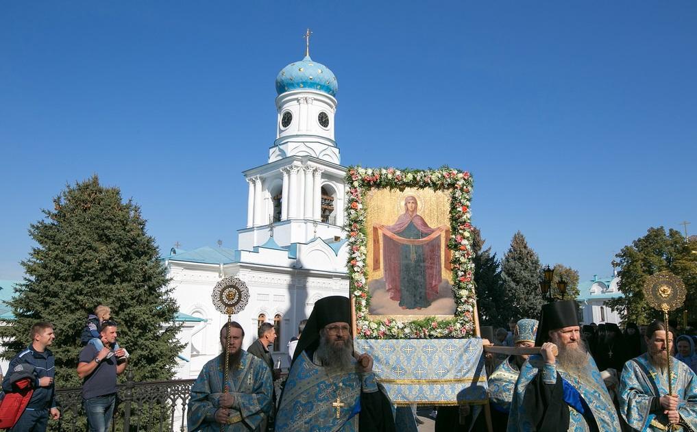 Крестный ход вокруг Успенского и Покровского храмов Лавры / svlavra.church.ua