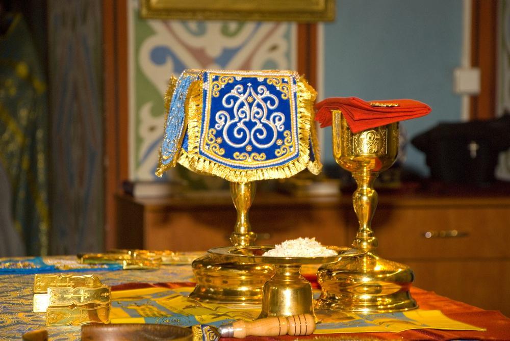 В РПЦ перечислили места паломничества, где верующим отныне нельзя участвовать в таинствах, иллюстрация / iverhram.kz