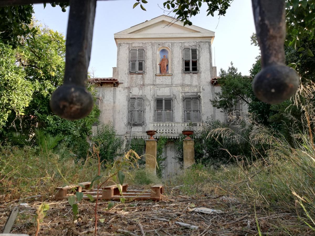 Есть среди заброшенных зданий и исторические / Фото Марина Григоренко