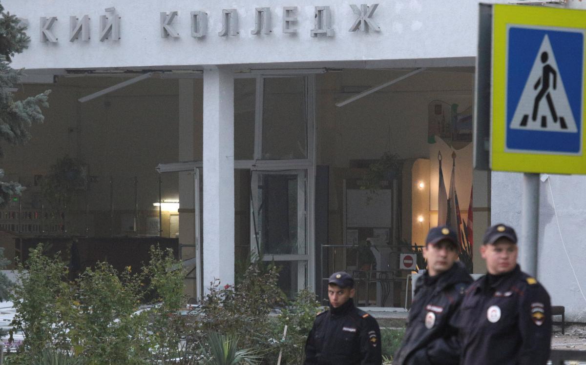Керченский колледж после теракта / REUTERS