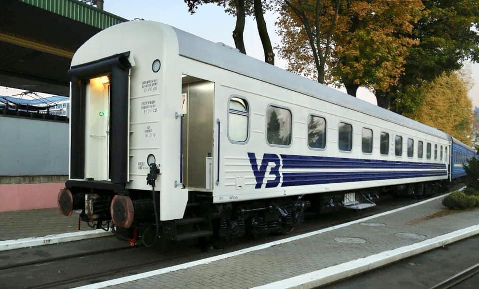 «Укрзалізниця» показала ліврею для відремонтованих пасажирських вагонів