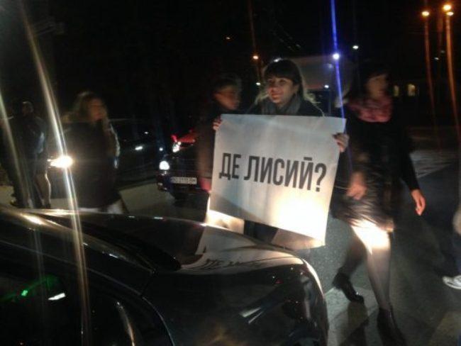 Учасники акції протесту вимагають обіцяну зустріч з міським головою або з кимось з керівників міста. Наразі чиновники мерії їх ігнорують(Фото: Терміново)