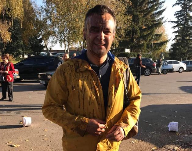 Репортера Гнапа облили фекалиями перед совещанием Полтавского облсовета